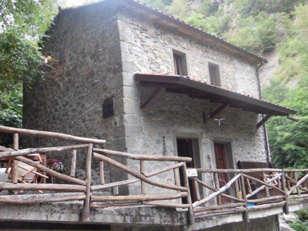 Gerestaureerde Antieke Keukens : Van Houdt Casa Aanbod antieke watermolen, Licciana